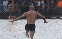 Шаолиньский монах пробежал по воде 125 метров